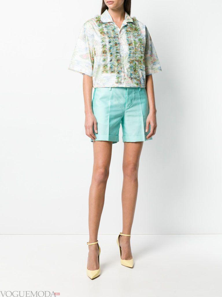 бирюзовые шорты и блуза лето