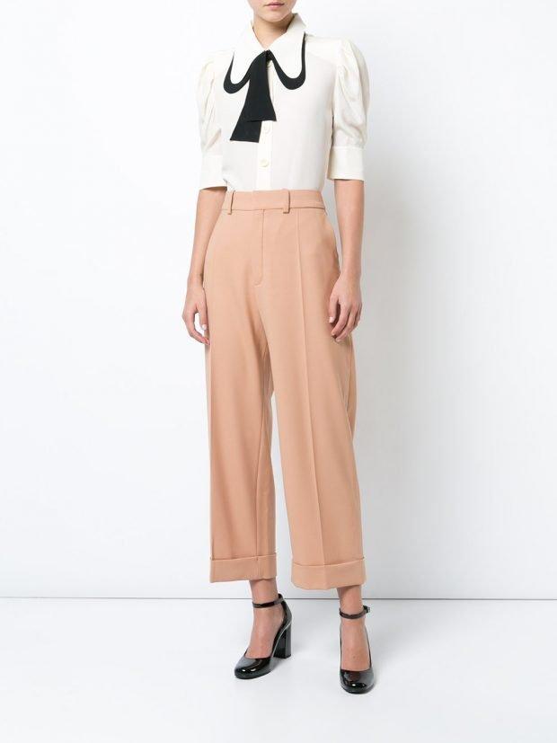 брюки клеш и белая блуза лето