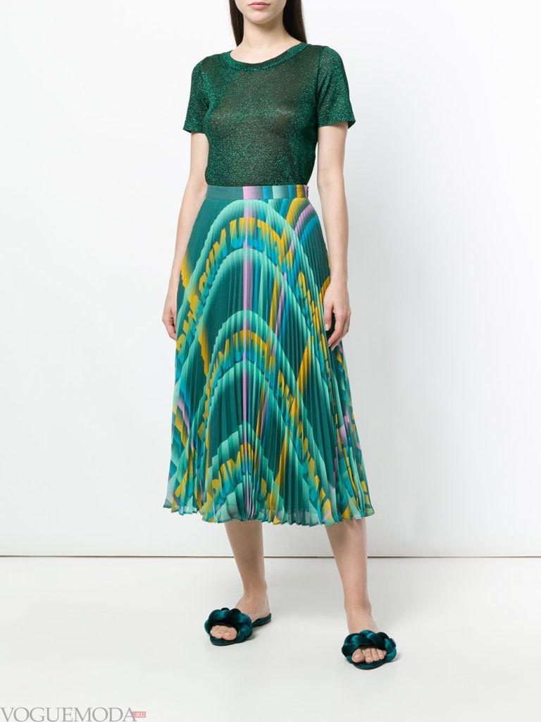 юбка плиссе с принтом и прозрачная футболка лето