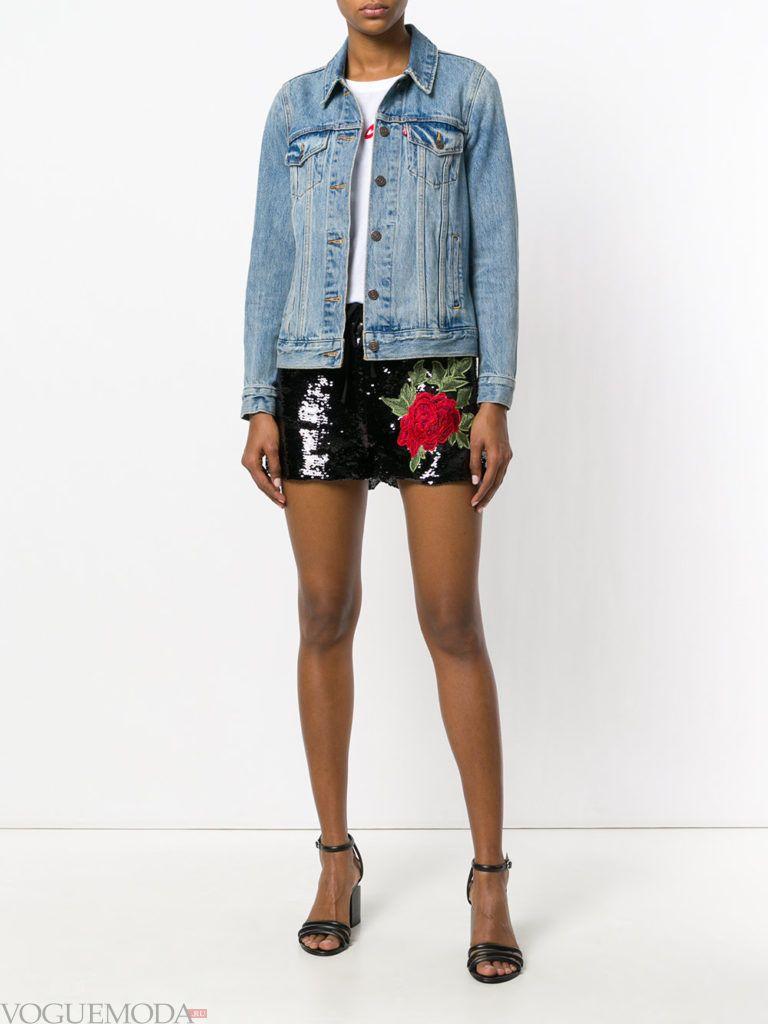 блестящие шорты и джинсовая куртка