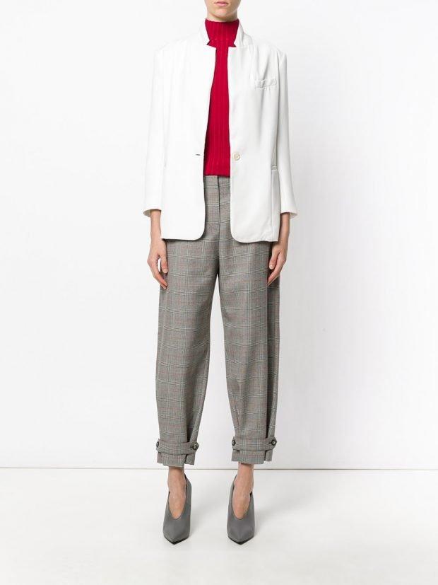 укороченные брюки и белый пиджак