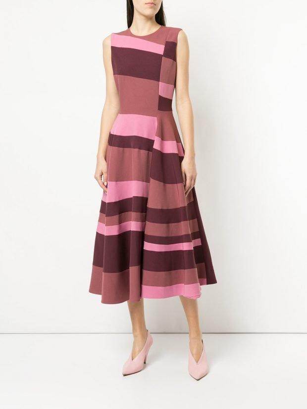 розовое платье клеш с принтом