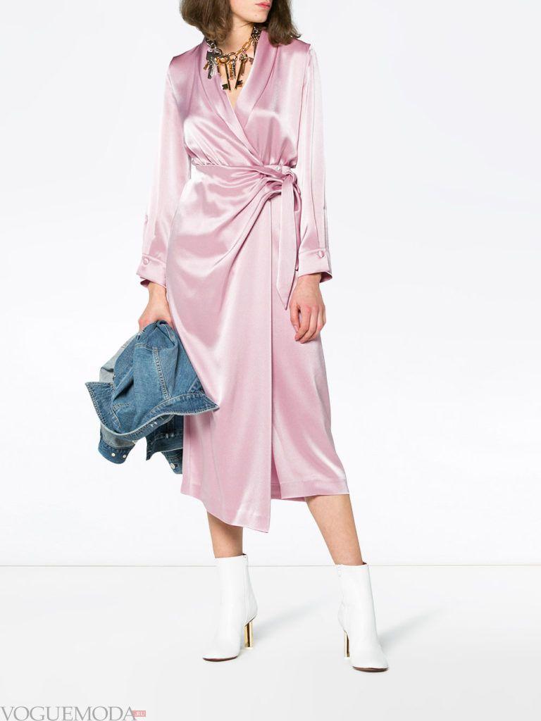 розовое шелковое платье с запахом