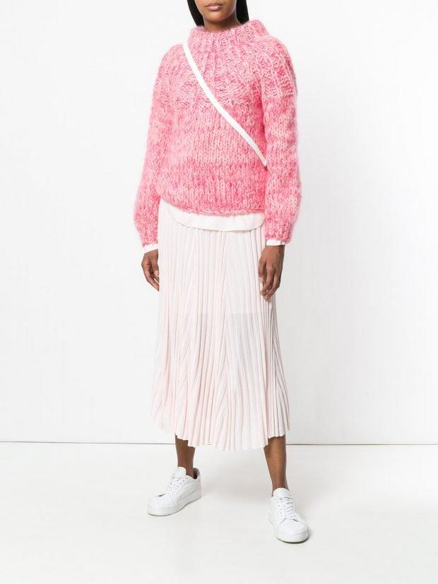 розовый свитер и юбка плиссе
