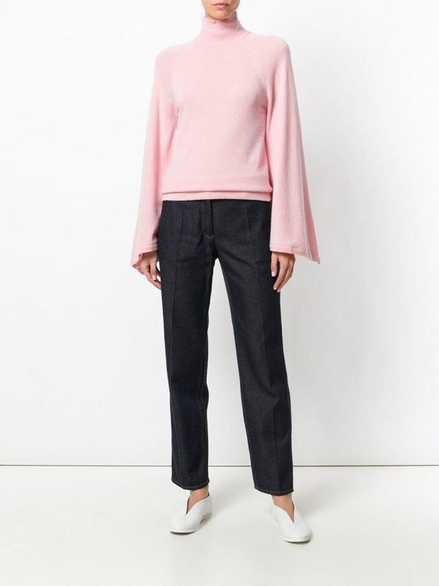 розовая блузка с рукавами клеш и брюки
