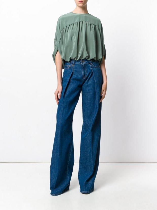 блузка со сборками и джинсы клеш