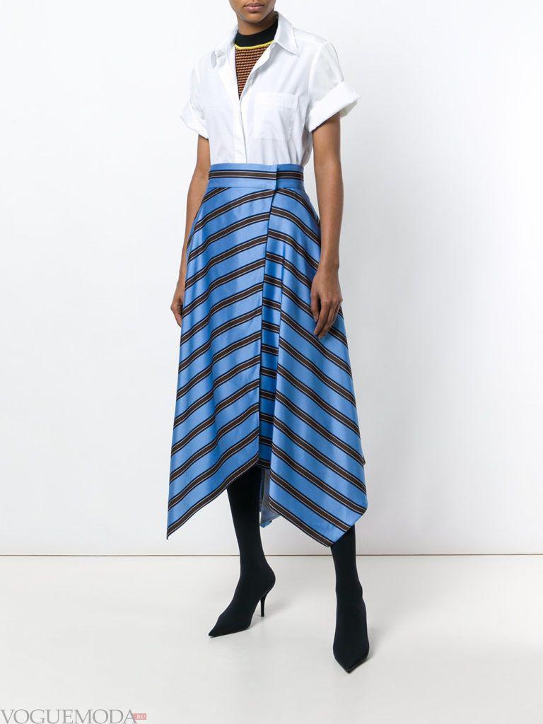 асимметричная юбка в полоску и белая блуза