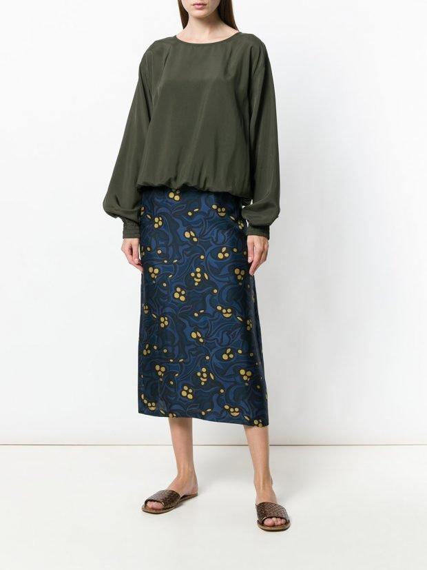 юбка миди с принтом и зеленая блузка весна