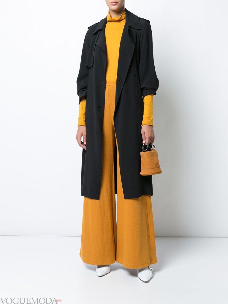 желтые брюки клеш и черный тренч весна