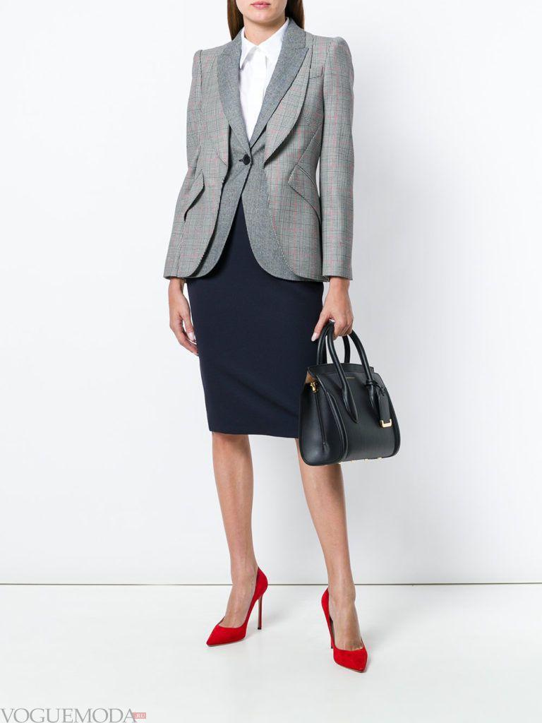юбка карандаш и серый пиджак