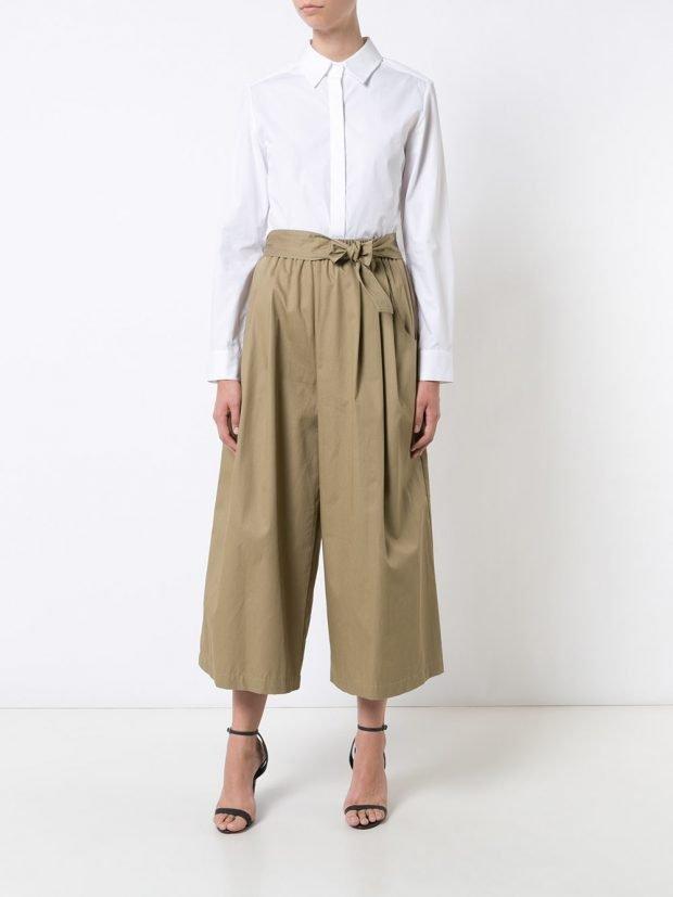 песочные брюки кюлоты и белая блузка лето