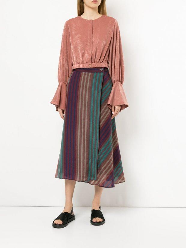 юбка с принтом и замшевая кофта лето