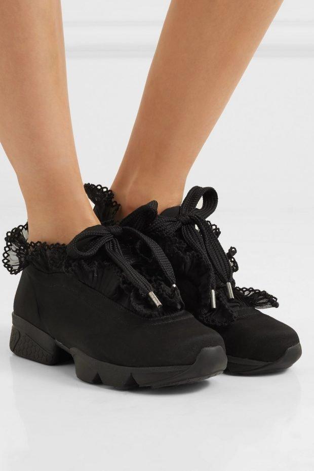 черные кроссовки с кружевом