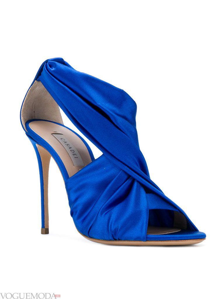 синие босоножки на шпильках