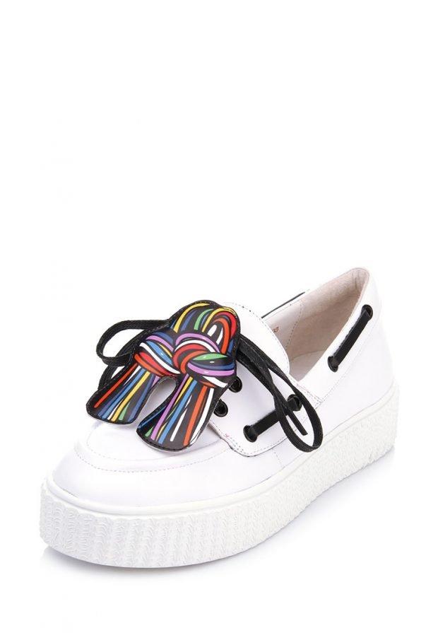 белые топсайдеры со шнуровкой
