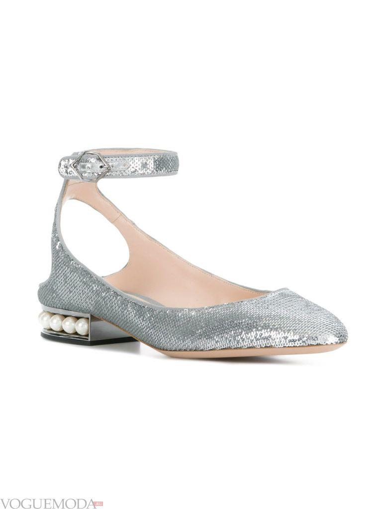 серебристые туфли с открытым задником