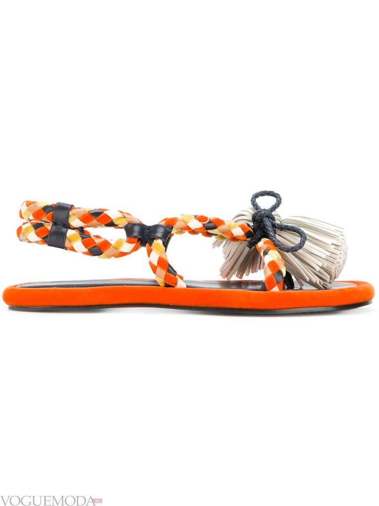 оранжевые сандалии с принтом