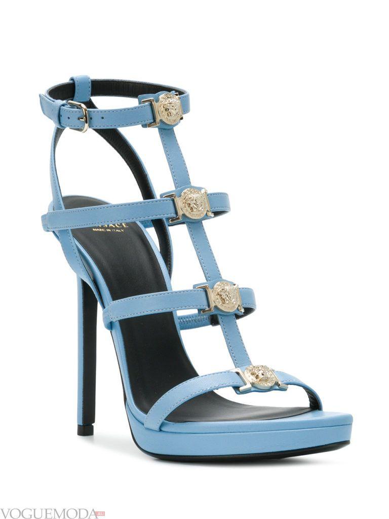 голубые сандалии на шпильках