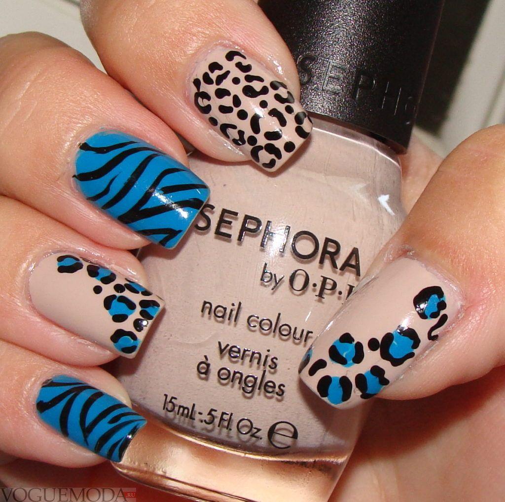бежево-синие ногти с животными принтами