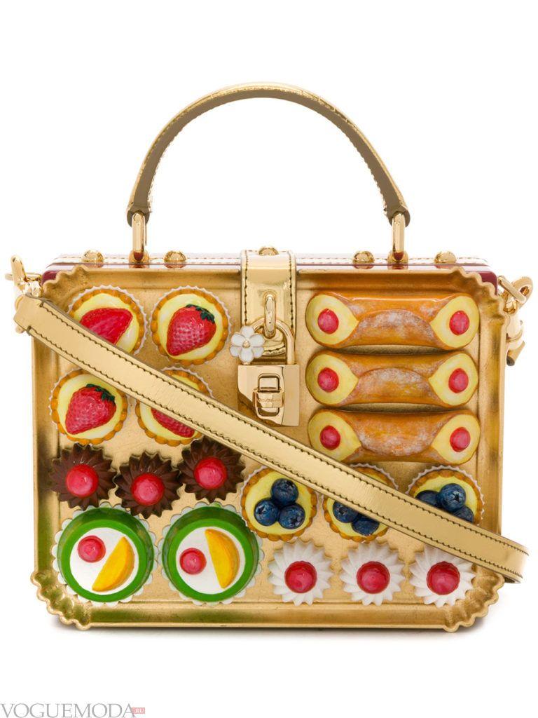 золотая сумка через плечо с декором