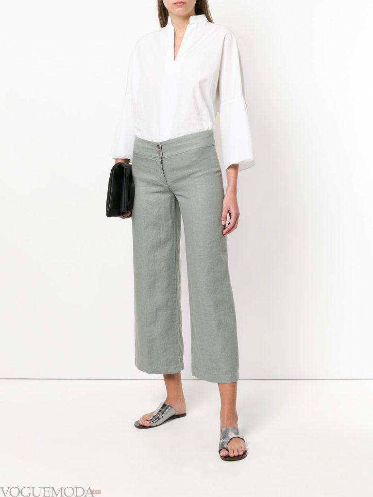 белая блузка и серые брюки