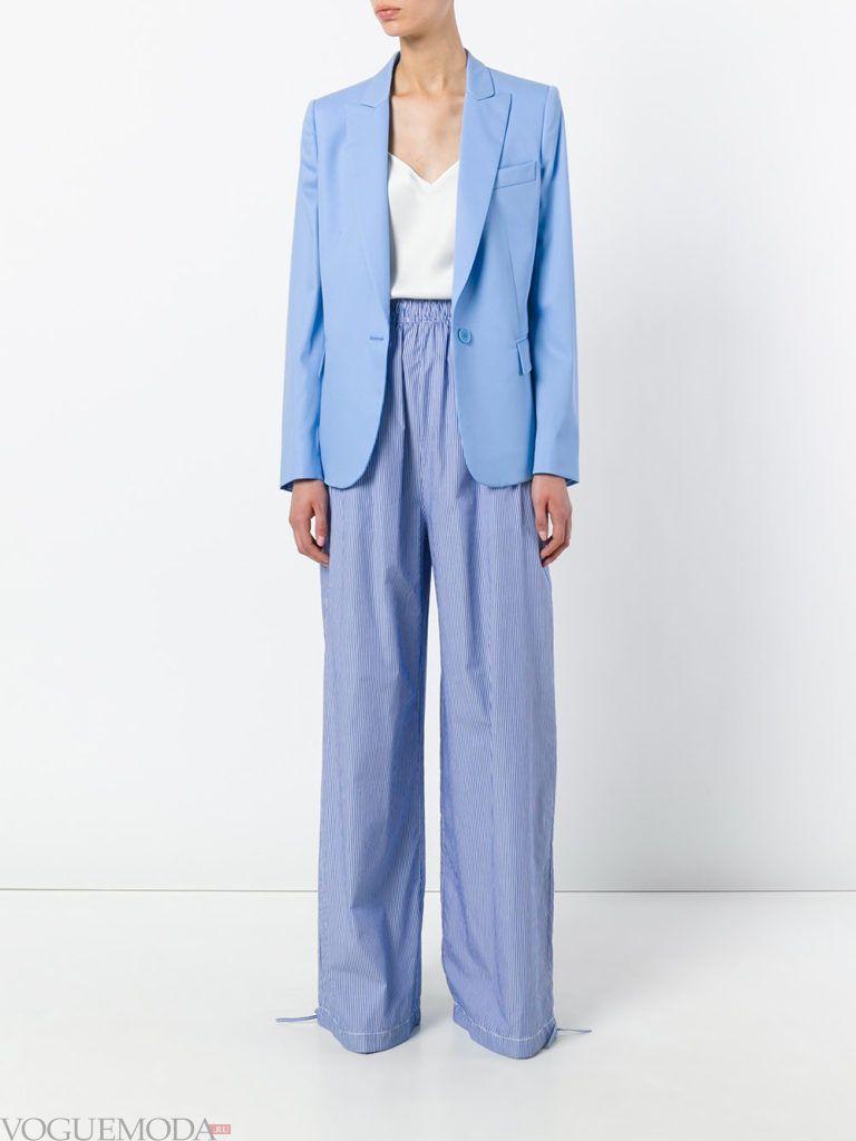 голубой пиджак и голубые брюки клеш