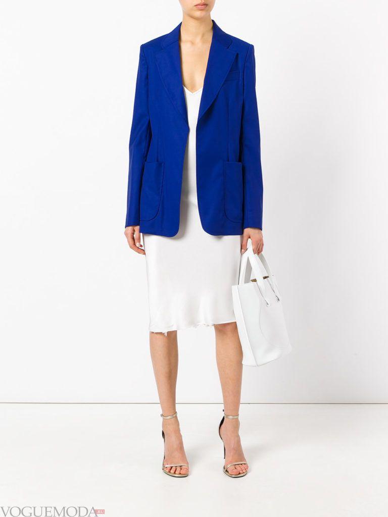 синий пиджак и молочная юбка