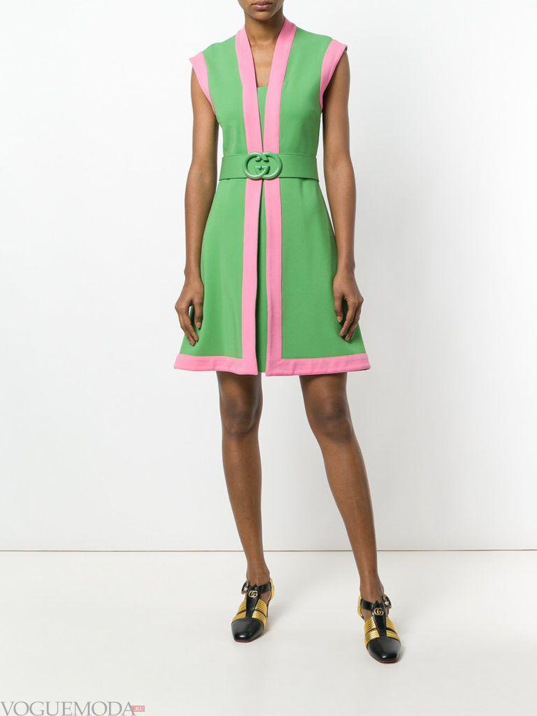 Модные цвета лето 2020: зеленое платье с розовой окантовкой