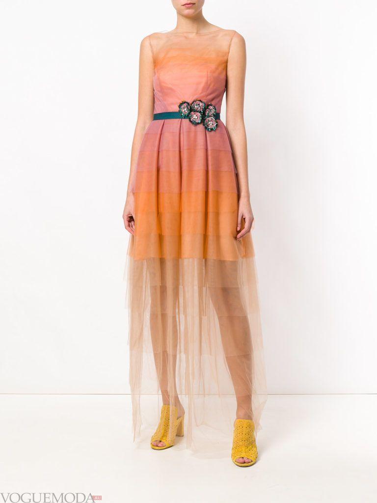 Модные цвета весна лето 2020 года: оранжевое прозрачное платье макси