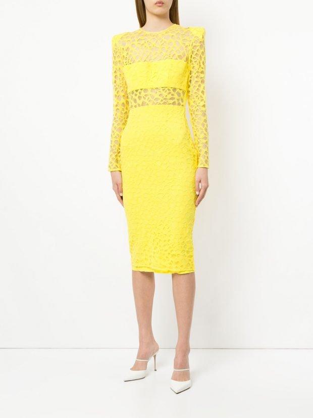Модные цвета весна лето 2021 года: желтое кружевное платье футляр