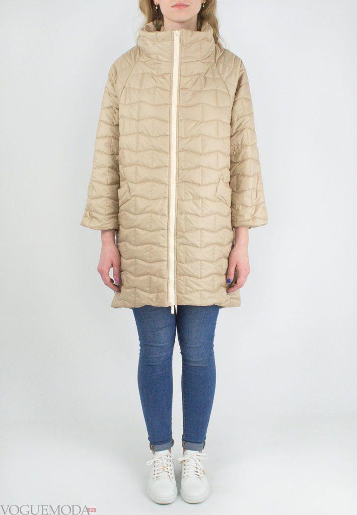 бежевое болоньевое пальто с укороченными рукавами весна