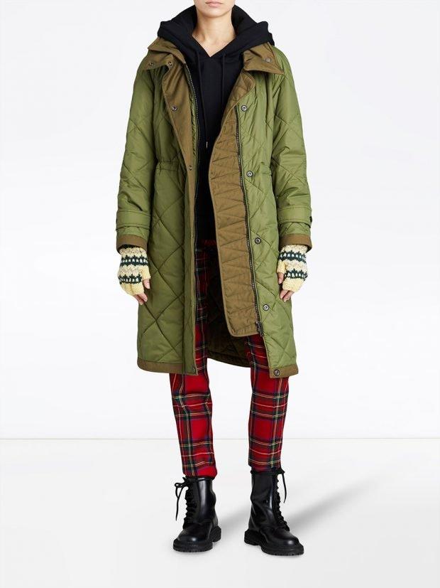 оливковое стеганое пальто миди