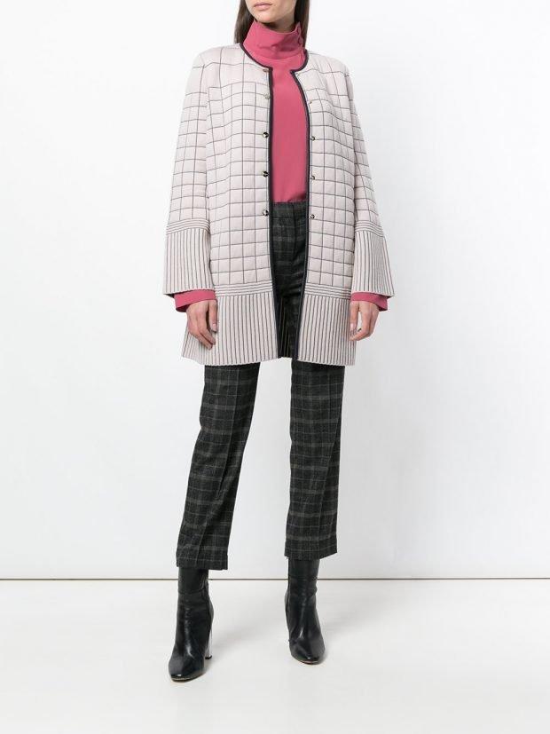 светлое стеганое пальто