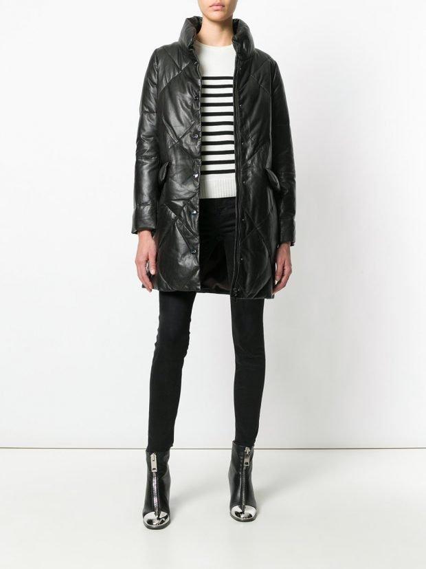 черное стеганое пальто до колена