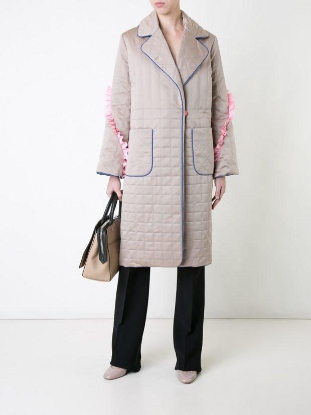 нюдовое стеганое пальто с накладными карманами
