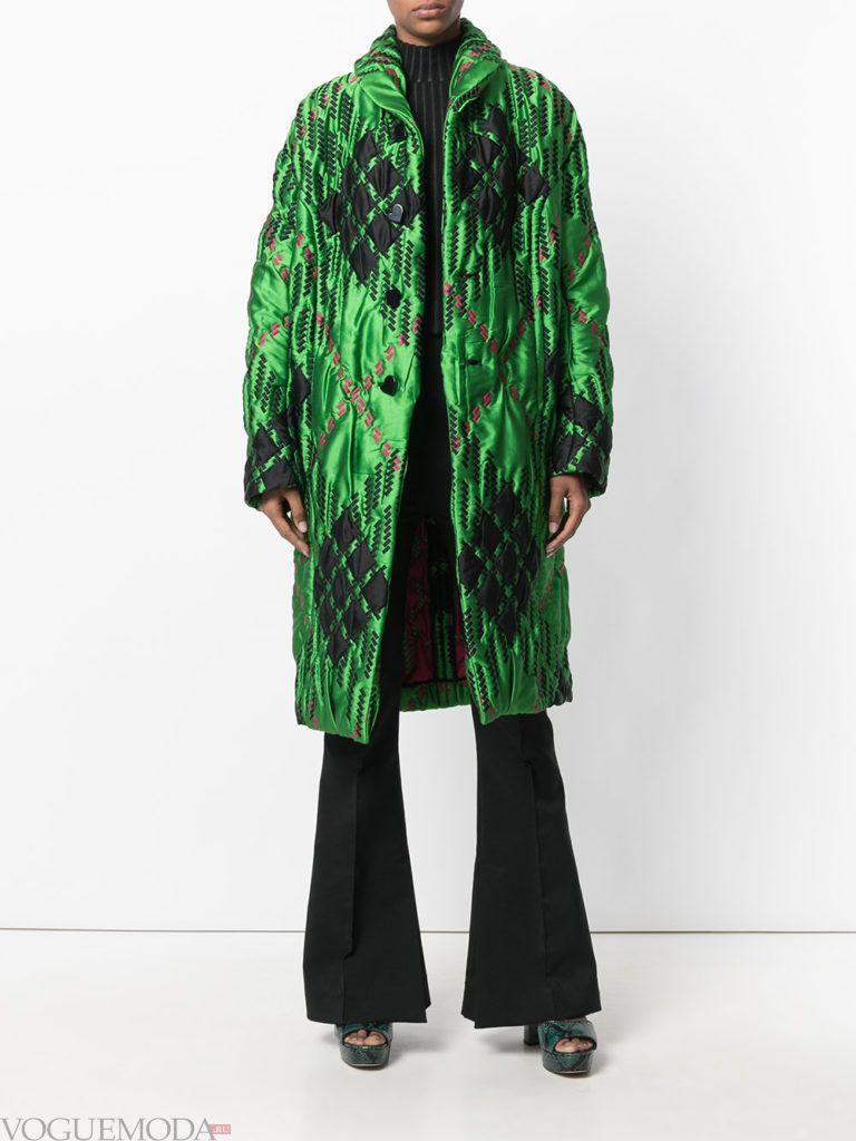 зеленое стеганое пальто с принтом весна