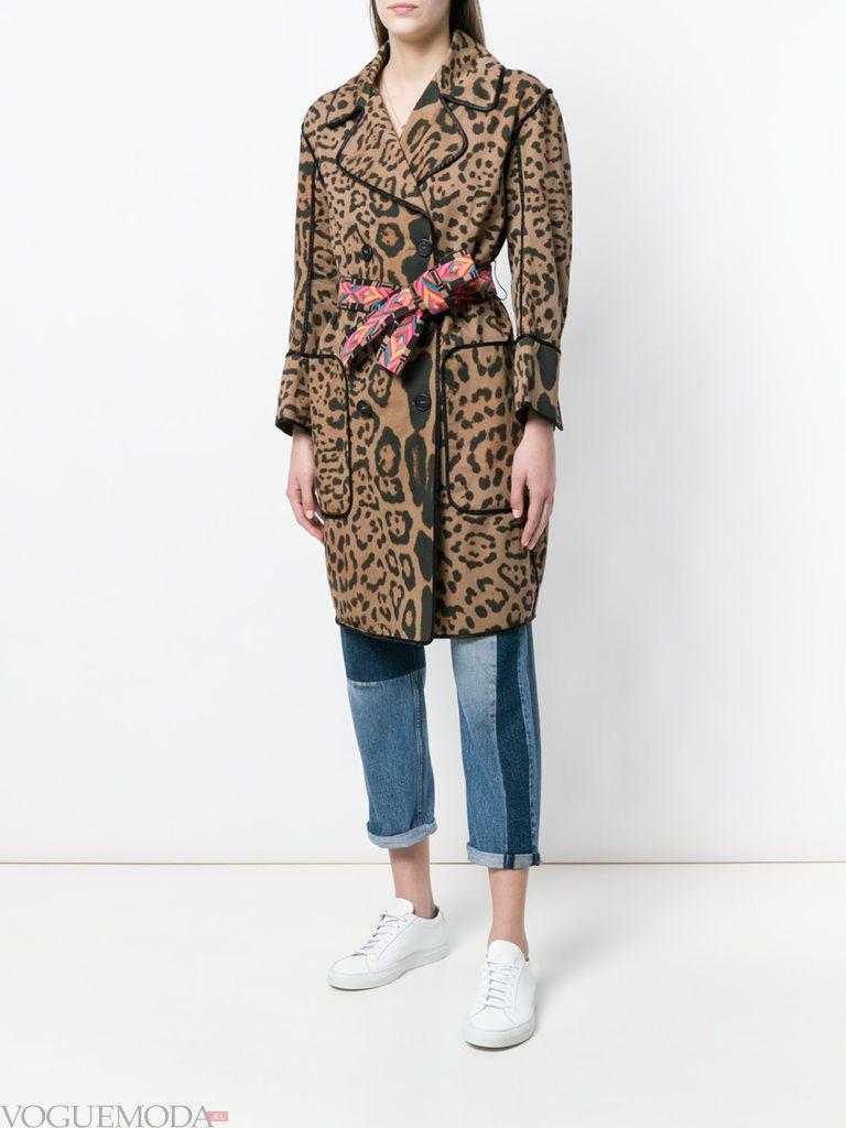 пальто с хищным принтом весна