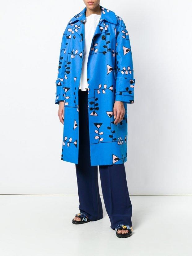 голубое пальто весна с принтом