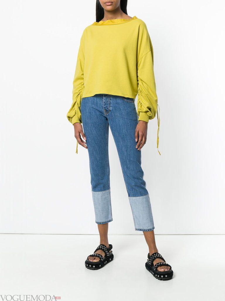 лимонный свитер кардиган с декором и укороченные джинсы
