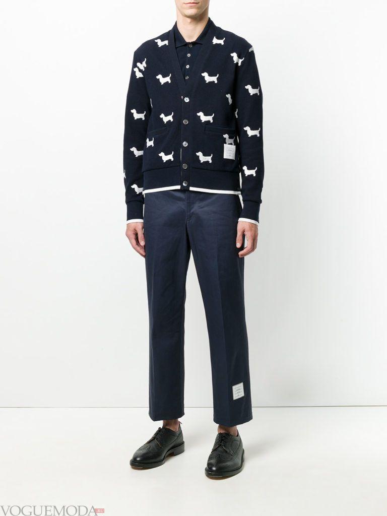 мужской синий кардиган с принтом и укороченные брюки