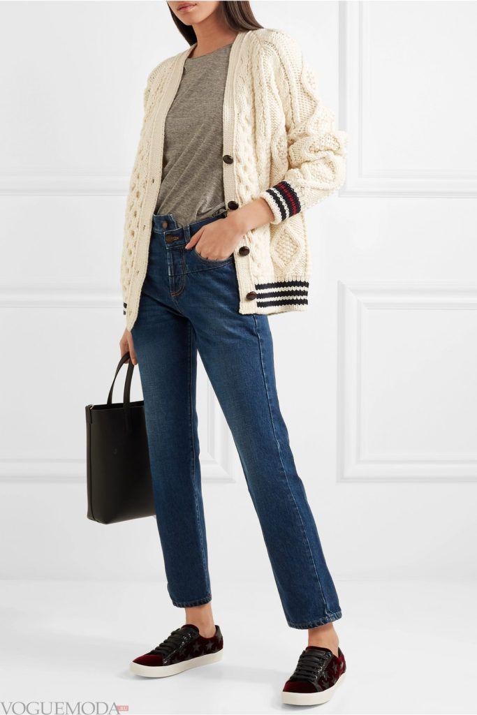 молодежный вязаный кардиган с окантовкой и джинсы