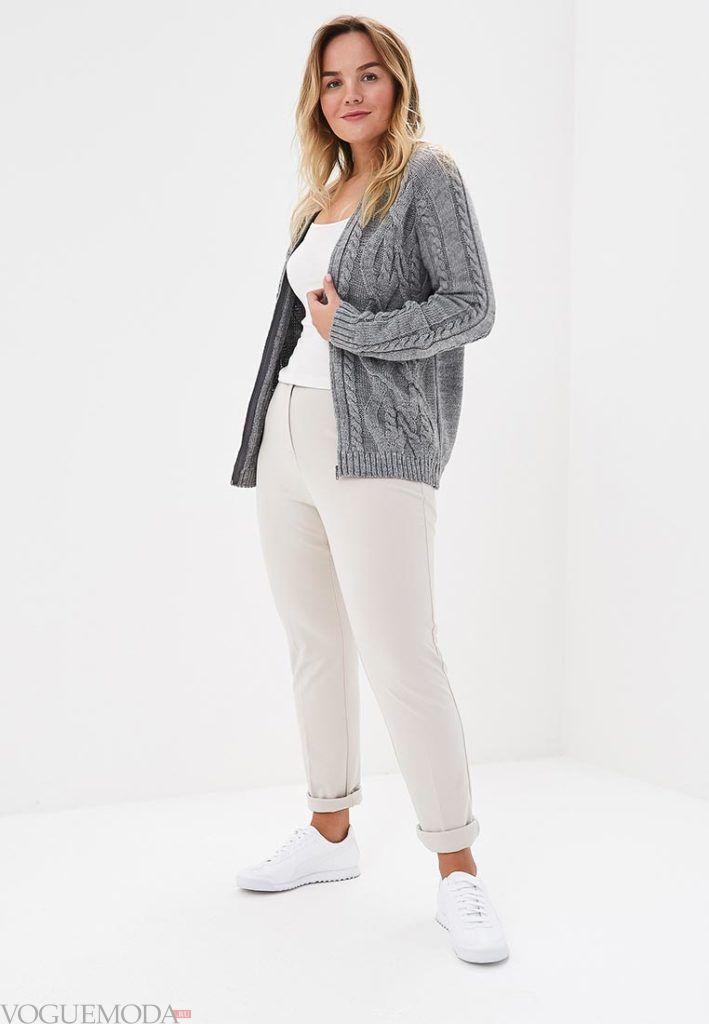 серый вязаный кардиган для полных и брюки