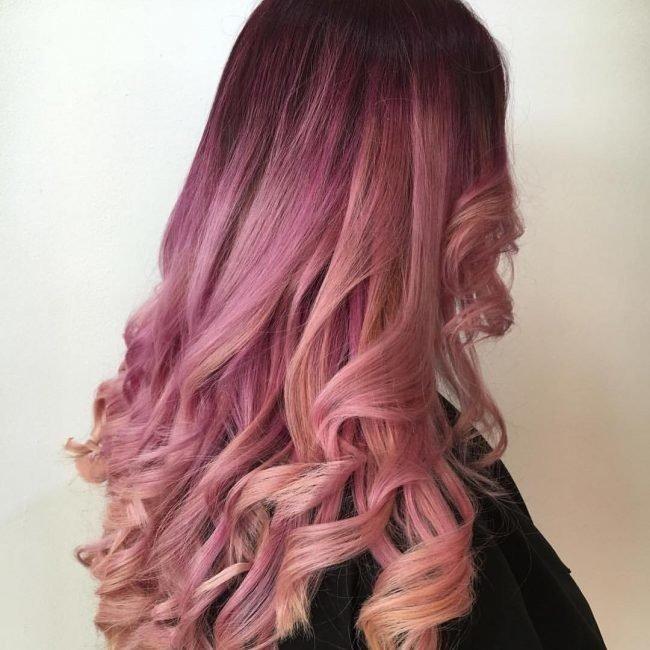 модный розовый балаяж на темные волосы