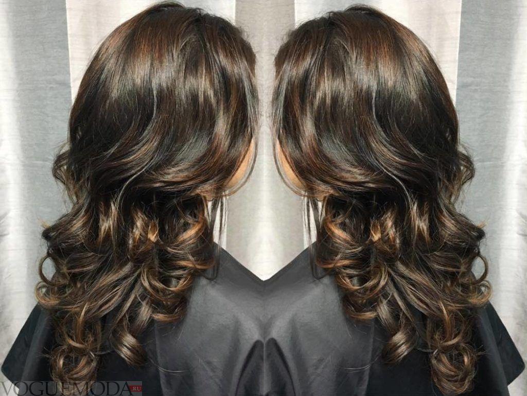 интересный шоколадный балаяж на темные волосы