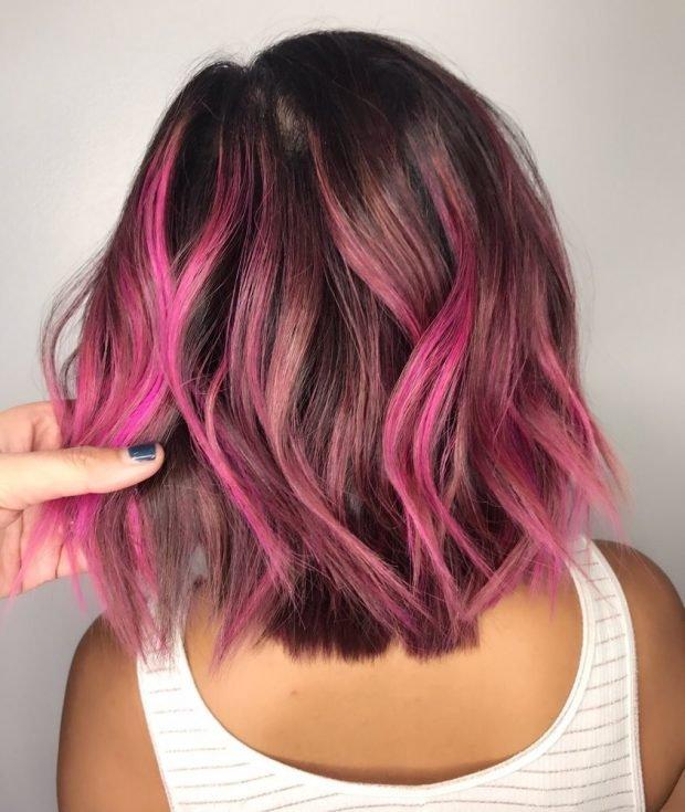 цветной розовый балаяж на темные волосы