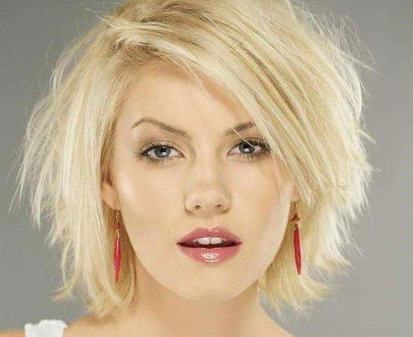 женская стрижка «Лесенка» на короткие волосы