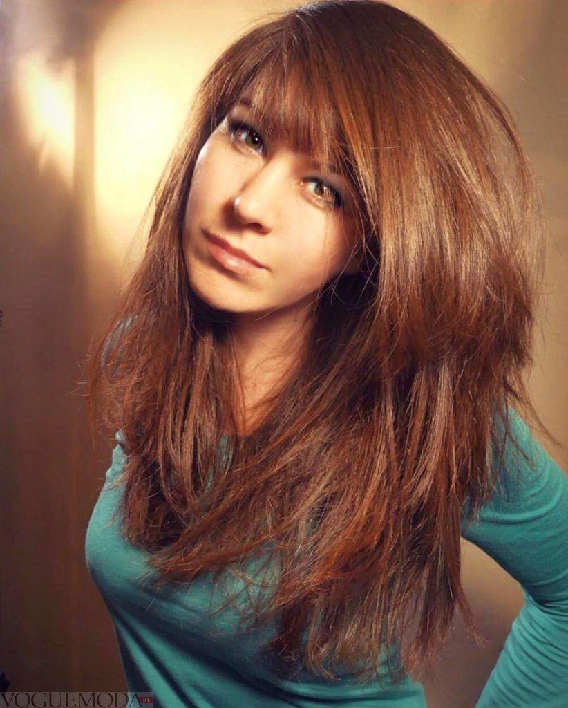 женская стрижка «Лесенка» для пышных волос