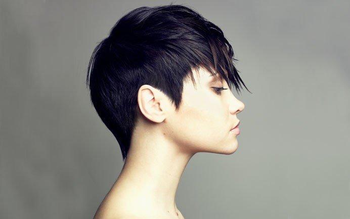 женская стрижка «Гарсон» для брюнеток