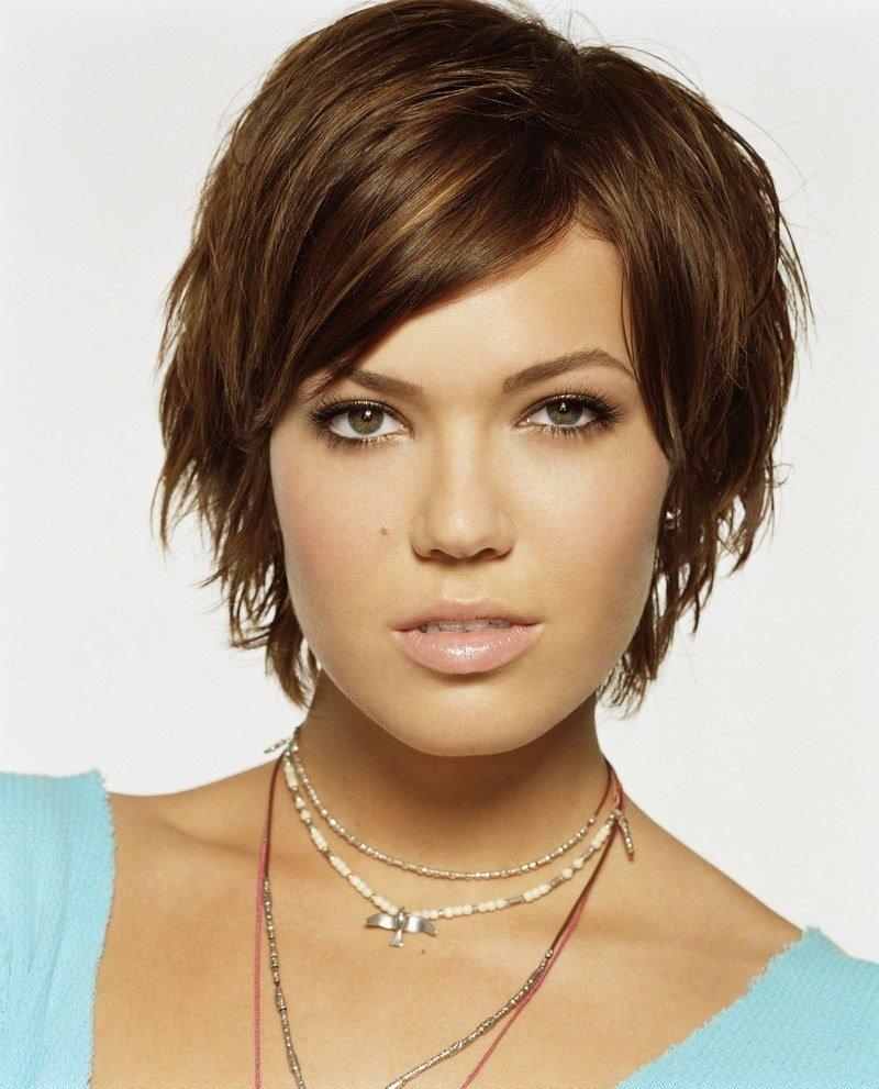 женская стрижка «с рваными прядями» на короткие волосы