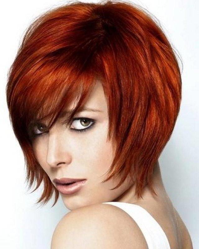 женская стрижка «с рваными прядями» для рыжих волос